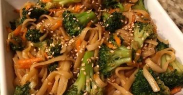 Chicken Lo Mein - Easy Homemade Chicken Lo Mein Recipe