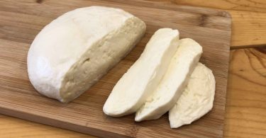 Mozzarella at home with 2 ingredients in 30 minutes!
